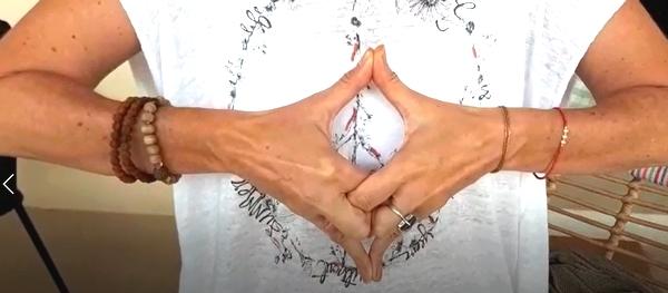 Atelier d'été : la danse des mains SuryaSoul® @ Cassis